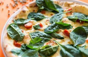 Pizza Prosciutto con spinaci