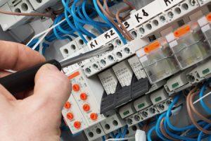 intretinere-instalatii-electrice-2-600x300px