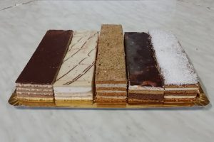 prăjituri-de-casa-cofetaria-rodna-800x534px-1