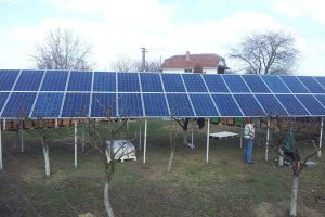 panouri-fotovoltaice-montate-in-curte-600x450px