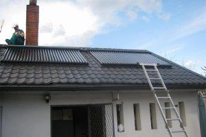 panouri-solare-casa-tigla-metalica-neagra-1-600x450px