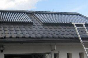 panouri-solare-casa-tigla-metalica-neagra-1-800x300px