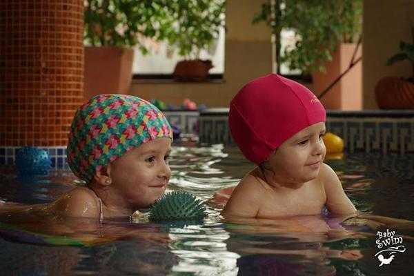 BABY SWIM – inot pentru bebelusi si copii 0-3 ani - Cluj Napoca. Sigurul bazin din Cluj dedicat EXCLUSIV bebelusilor.