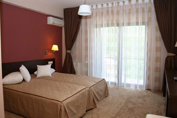 Camera dubla cu doua paturi Secret Garden