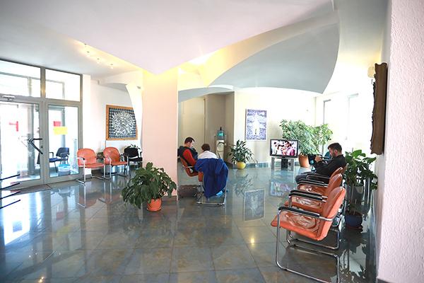 Dr. Tataru Calin Iacob – Clinica de Stomatologie Dentart Baia Mare - Sala asteptare