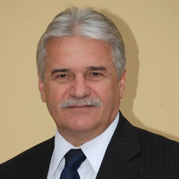 Dr Bónis Csaba - medic stomatolog competenta implantologie