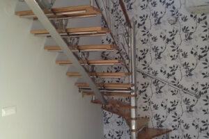 Nabab srl Baia Mare - Scara - ax central Inox - prindere treapta Inox si treapta de lemn din stejar